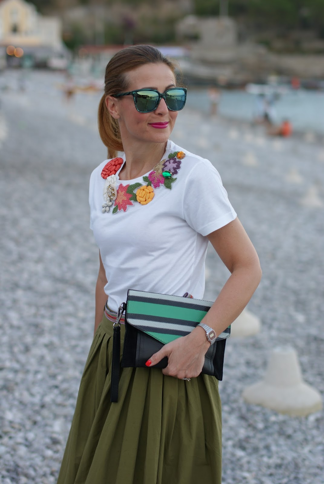 Chic summer look with rose a pois tee on Fashion and Cookies fashion blog, fashion blogger style