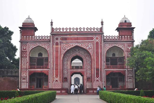 front gate Tomb of I'timād-ud-Daulah Agra