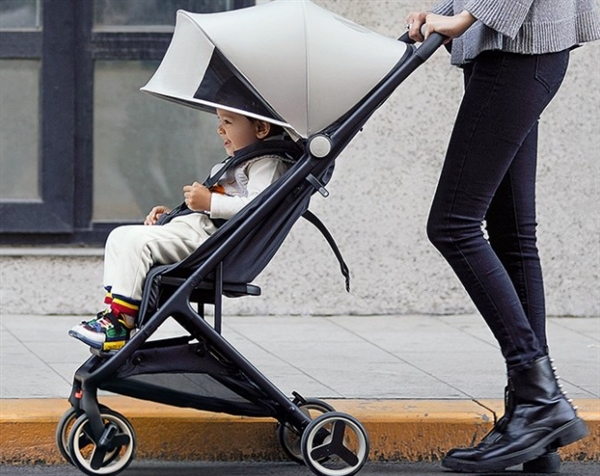 The new foldable Xiaomi childrens pram