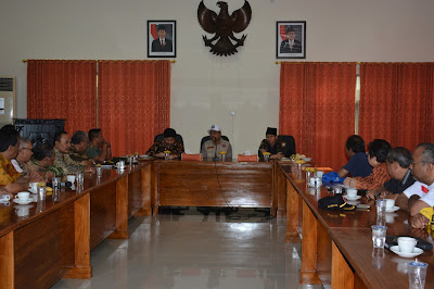 Wakil Gubernur Jatim Pimpin Rapat Koordinasi Penanganan Pasca Bencana di Kabupaten Trenggalek