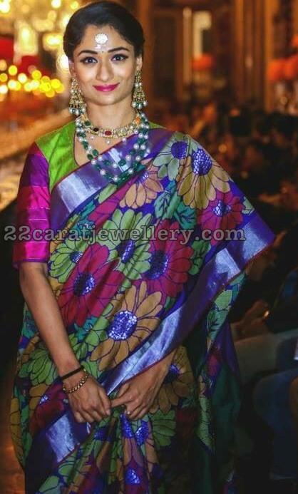 Sandhya Raju in Pearls Set Navaratan Choker