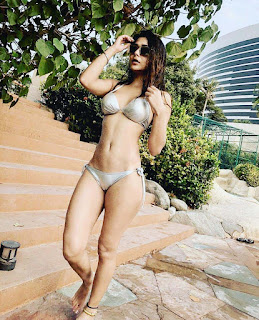 sara khan hot bathroom bikini photo