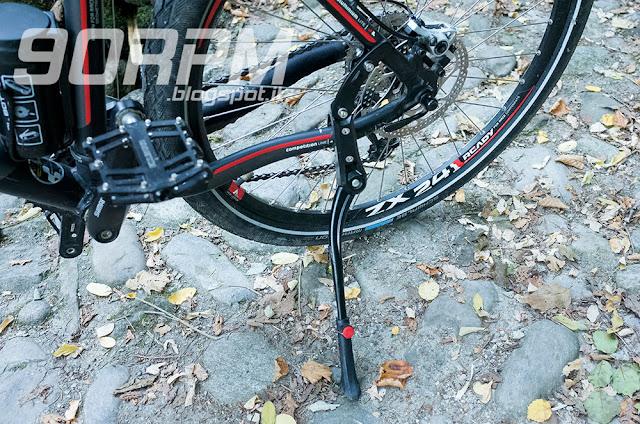 Cavalletto universale regolabile per bicicletta