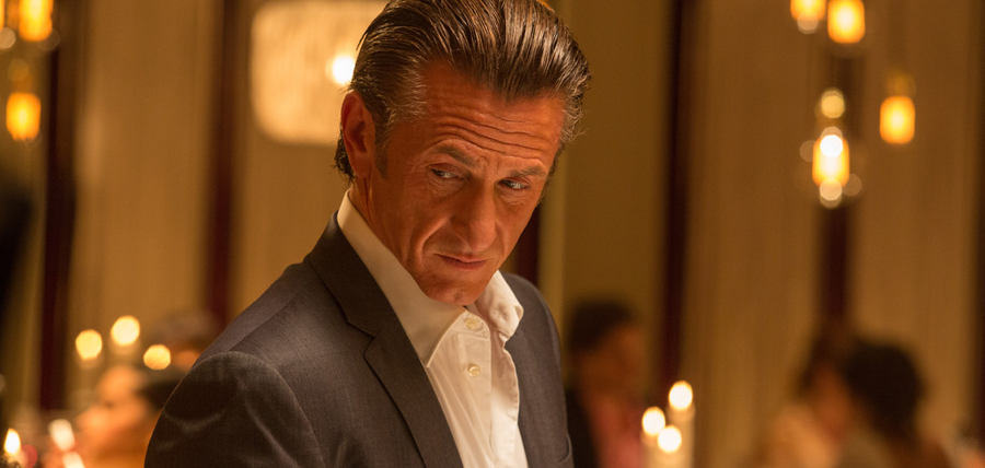 Sean Penn în The Gunman