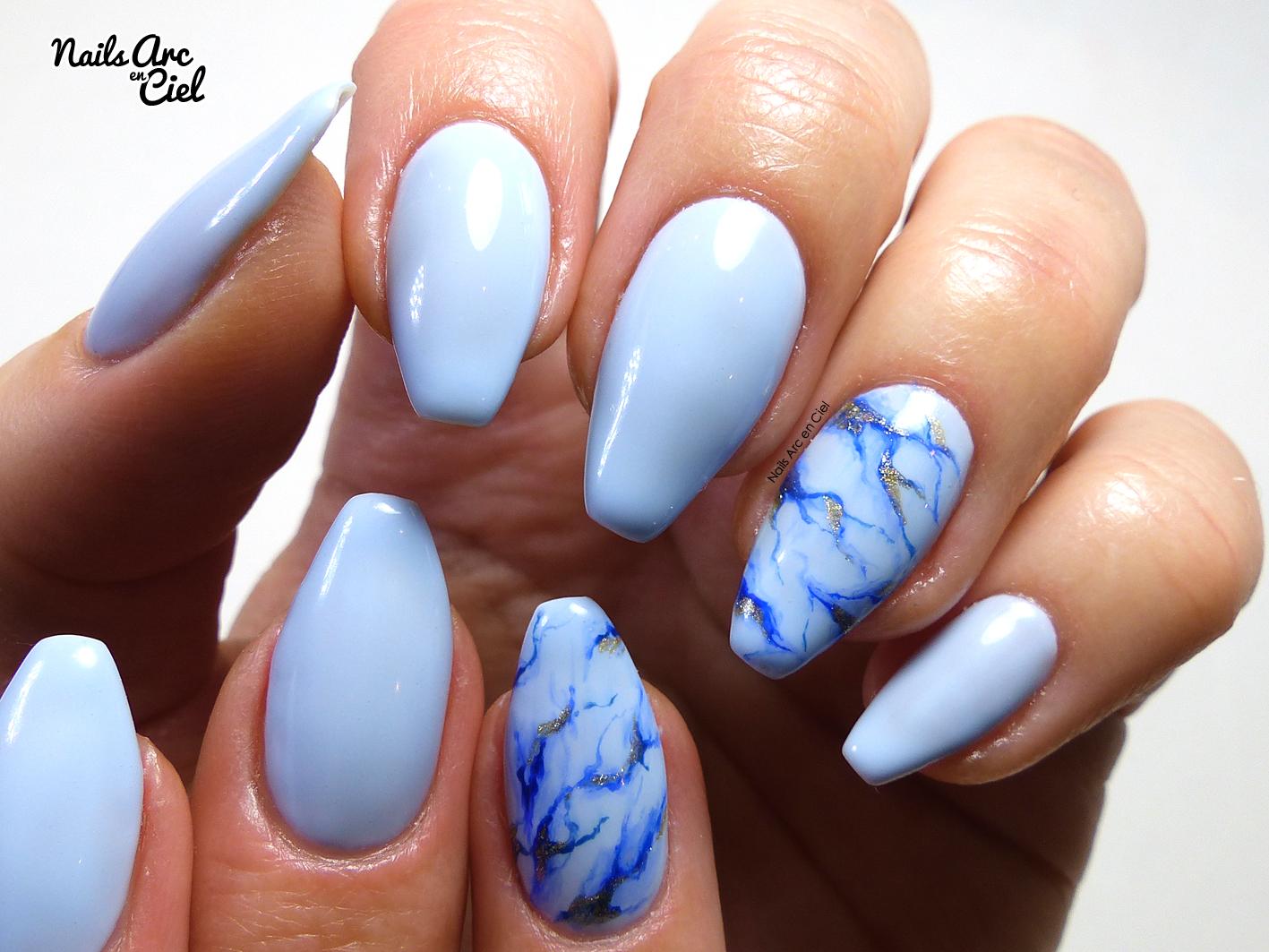 Nail Art , Marbre bleu ciel hyper facile en VSP par Nails Arc en Ciel
