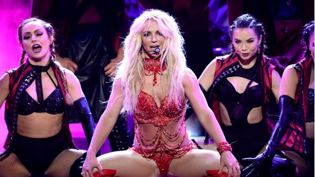 Video: Britney Spears - Megamix (2016 Billboard Music Awards)