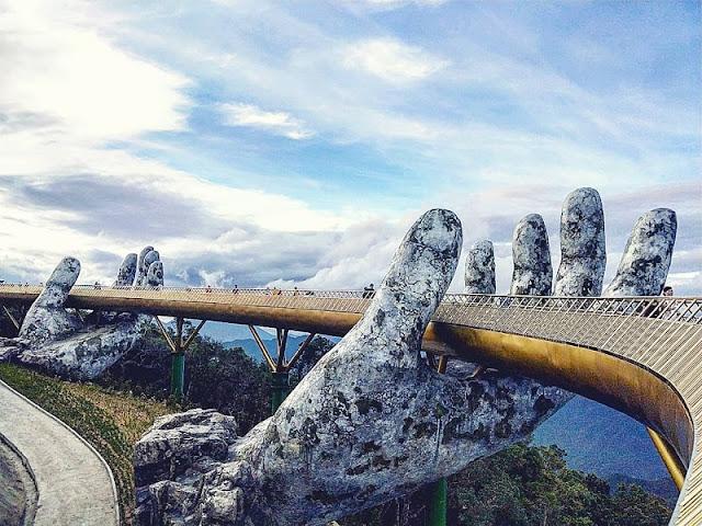 Experience of conquering Vietnam's Golden Bridge on Ba Na Hills