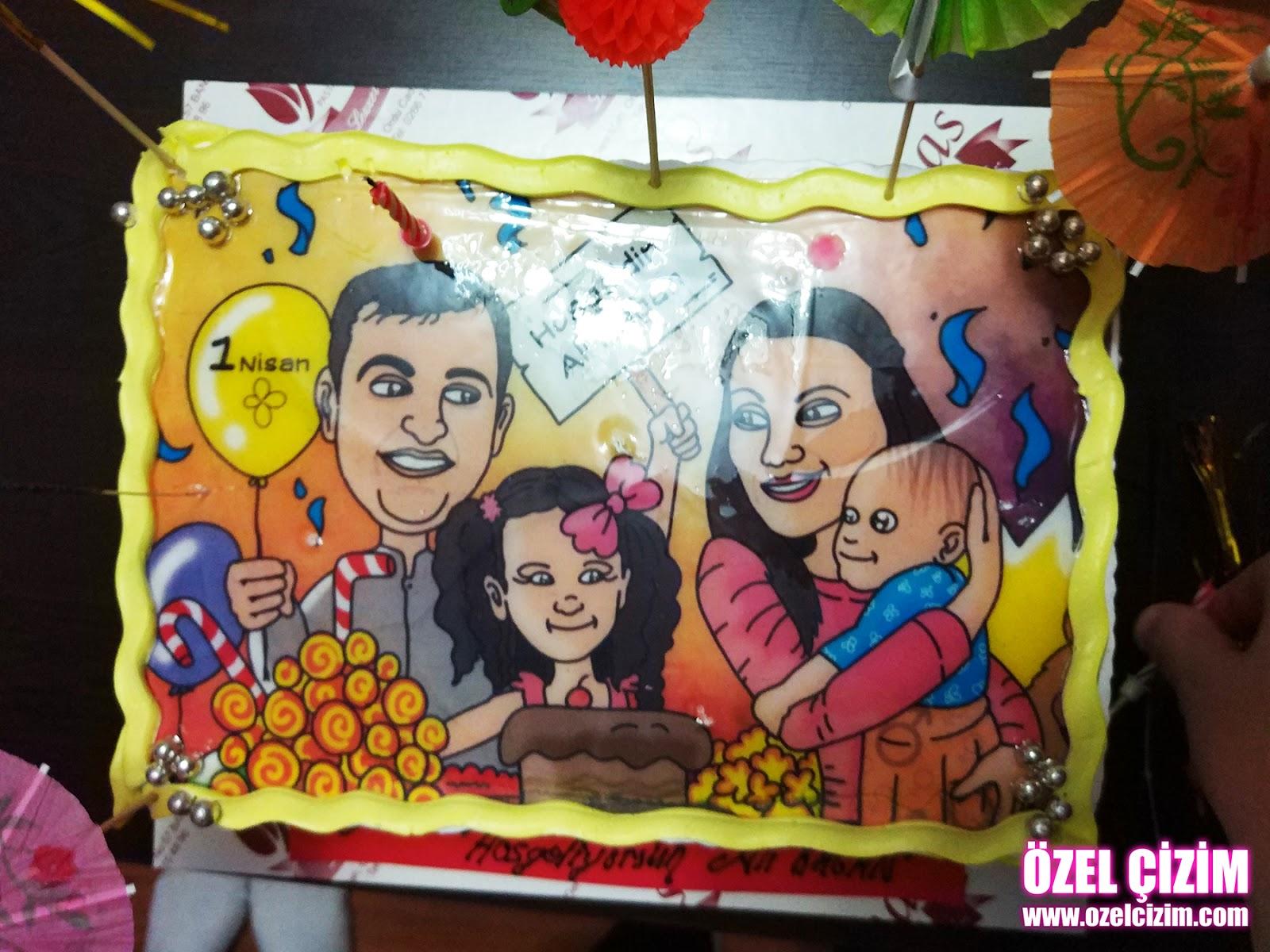 aile karikatürü, Doğum günü hediyesi, eşinize hediye, Hamilelik hediyesi, Hediye Karikatür, Karikatür Çizimleri, karikatür portre, komik doğum günü hediyesi, komik hediye, Özel Çizim, kariaktürlü pasta, pasta baskı, karikatürlü pasta baskısı, pasta çizim, doğum günü pastası, karikatürlü doğum günü pastası