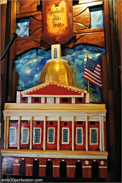 Sala del Freedom Trail del Union Oyster House en Boston: Massachusetts State House