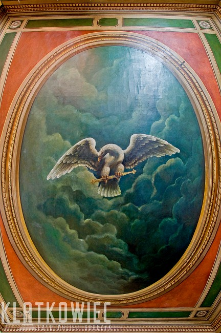 Radom. Wnętrze apteki pod białym orłem. Malowany sufit.