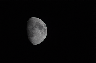 waxing gibbous moon at 300mm