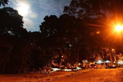 Tempat parkir Rest Area Urug sangat indah ketika terang bulan