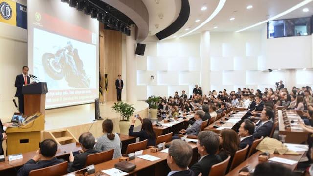 Di Seoul, Jokowi Ceritakan Aksi Akrobatiknya Naik Motor di Hadapan Mahasiswa
