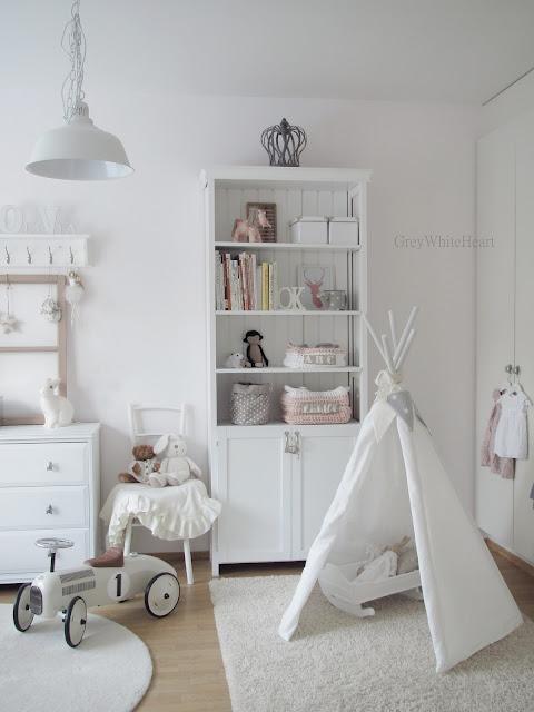 pokój dziecięcy w bieli
