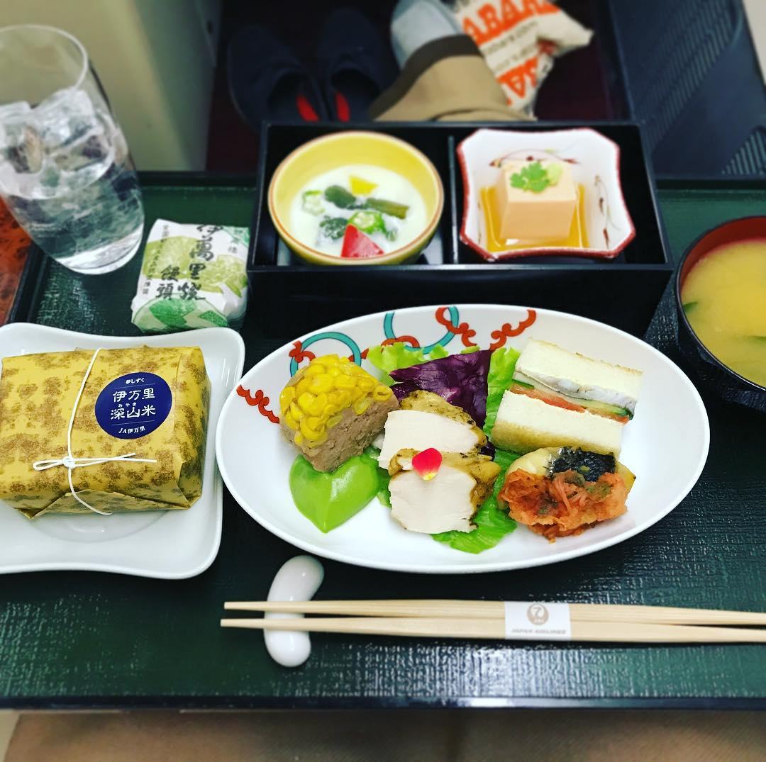 機内食:2017年06月 / 日本航空・JAL524(JL524) / 北海道・新千歳=東京・羽田 / 国内線ファーストクラス