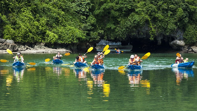 Quang Ninh lifts ban on Ha Long kayaking