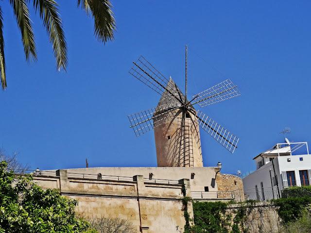 zabytkowy wiatrak na Majorce, gdzie zobaczyć?