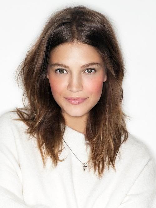Gorgeous Mid Length Hair Ideas! - The HairCut Web