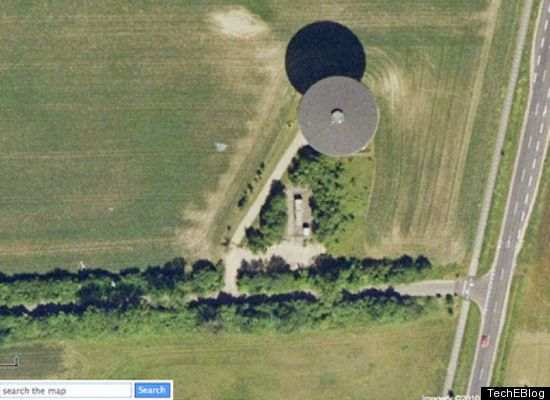Google Earth showing UFO hovering in a field in Mexico.