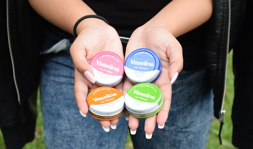 VASELINE LIP THERAPY REVIEW