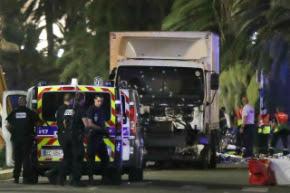 Mídia porca nacional e internacional culpa caminhão por atentado terrorista em Nice