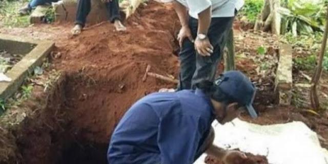 Jenazah Guru Ngaji Ini Tetap Utuh Meski Telah Dikubur Selama 35 Tahun