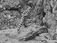 """Кадр из фильма Чарли Чаплина """"Искатель приключений"""" (1917) - 3"""