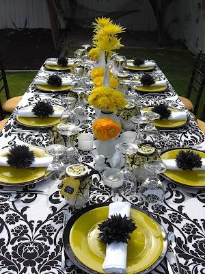 mesa de jantar no padrão preto e branco