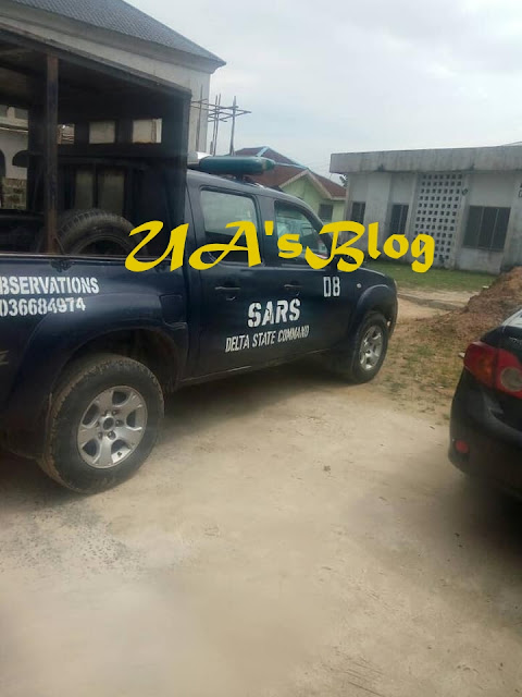 Six SARS Officers Arrested For Allegedly Extorting N40,000 From Twin Brothers In Delta State (Photos)