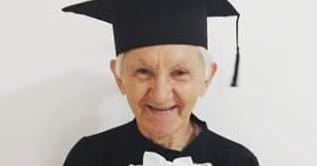 8c845c0c16 Umirim Notícias: Idoso de 82 anos realiza sonho da fotografia com beca 4  décadas depois da formatura