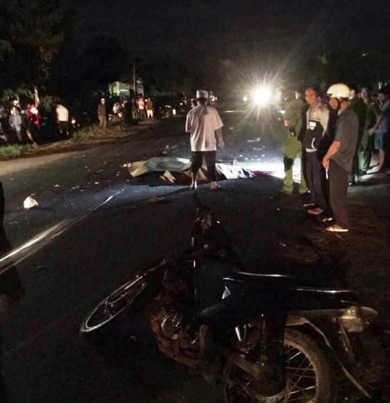 Gia Lai: Bị cuốn vào gầm xe tải, 3 thanh niên đi xe máy bị cán qua người