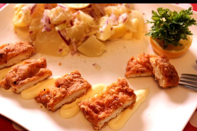 Hrskava-sočna-pohovana-pikantna-piletina-recept