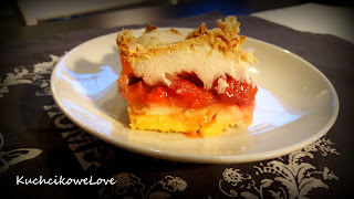 http://kuchcikowelove.blogspot.com/2016/06/ciasto-z-truskawkami-budyniem-i-beza.html