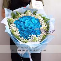 toko bunga jakarta, Jual hand bouquet bunga mawar biru, hadiah ulang tahun untuk pacar