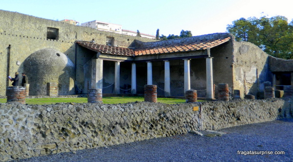 Ruínas de Herculano, cidade destruída pelo vulcão Vesúvio