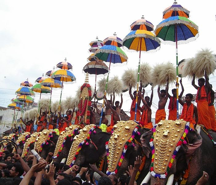 BEST HOLIDAY DESTINATIONS IN APRIL | Thrissur Pooram - the festival of elephants, India