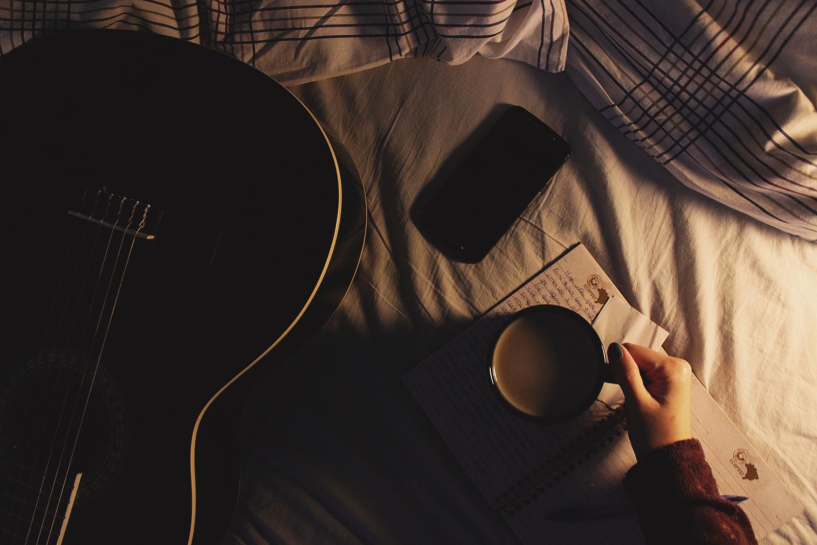 cama violão café