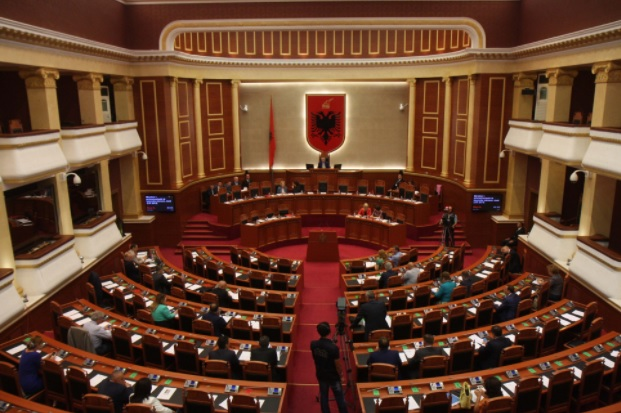 Parliament approved with 100 votes in favor and 2 against the 27 names of Vetting members