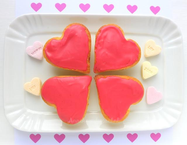 recept roze koeken, Roze koeken voor valentijn met frambozen glazuur, valentijn koekjes, valentijn koeken, 14 februari koeken, 14 februari Valentijnsdag, recept roze koeken, roze koeken zelf bakken, frambozen glazuur maken