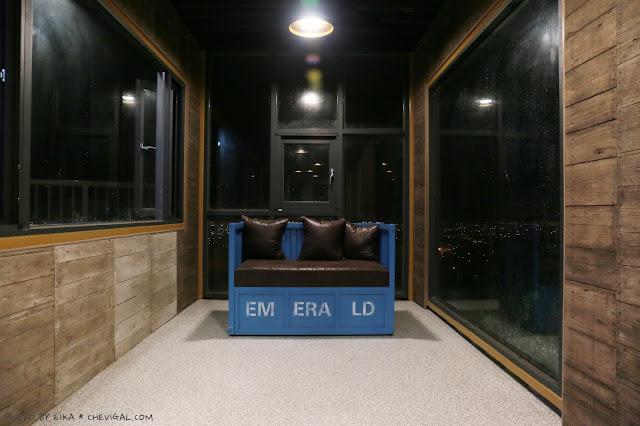 IMG 9850 - 台中沙鹿│帆杋望海。超級隱密的夜景咖啡廳!繽紛色彩貨櫃屋在夜裡也超夢幻!