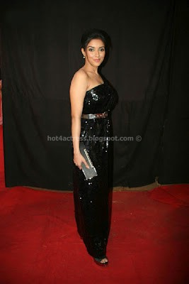 Asin in black dress photos