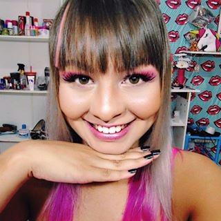 Look Da Leitora, participe, moda,  estilo, maquiagem, YouTuber, blogueira, looks, looks com roupa branca, saia branca, cropped de arco-íris