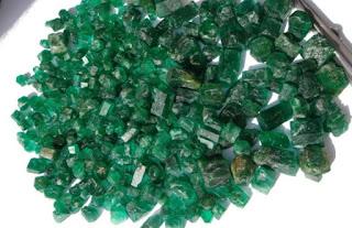 lote de esmeraldas brutas