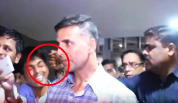 Akshay Kumar chose to walk away after his bodyguard punched a fan who was trying to take a selfie.    A young man in light blue shirt caught up with Akshay Kumar outside the Mumbai airport and walked along with him trying to take a selfie.
