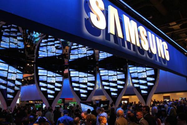 صورة مسربة عن جهازغالاكسي S8 و إمكانية استخدامه  كحاسوب مصغر