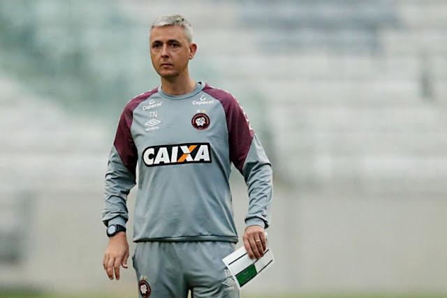 Tiago Nunes deu outra cara ao time do Atlético. Foto  Albari Rosa. e88136179470b