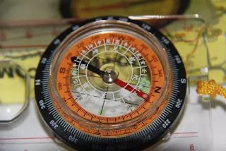 Kompas navigasi darat gunung