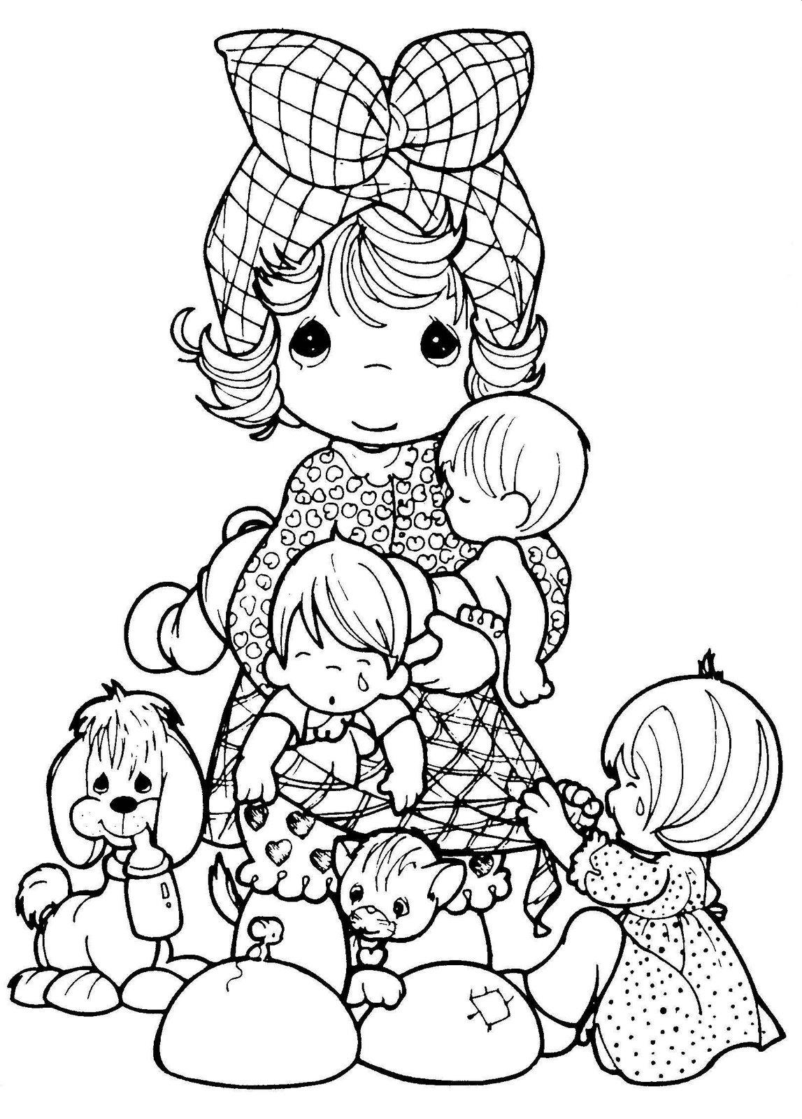 Drawing of Mom with her children to color ~ Child Coloring