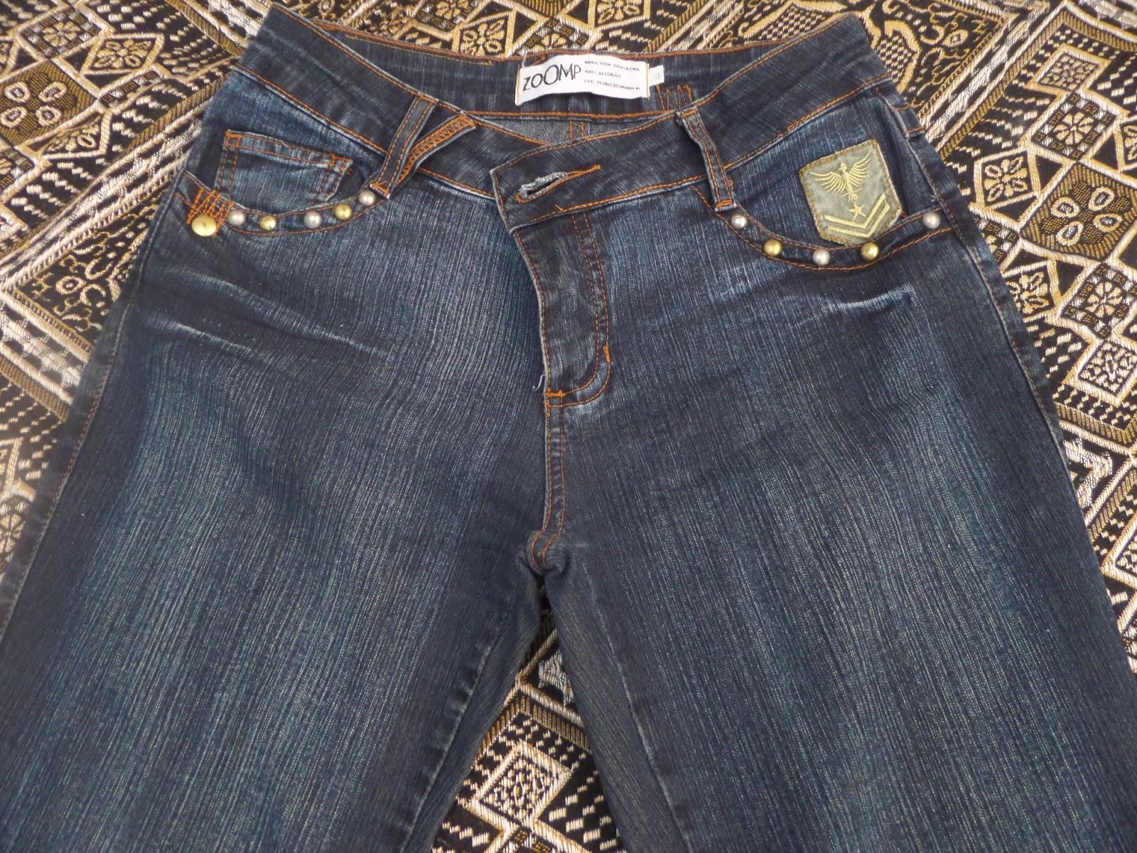 d22bdc0f3 1) Jeans Zoomp, tamanho 44, R$ 50,00 + Frete. Calça de jeans mais grosso,  com detalhe em bordado no bolso da frente