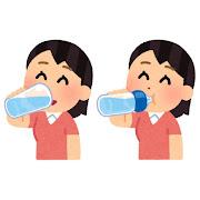 水分補給をする人のイラスト(女性)
